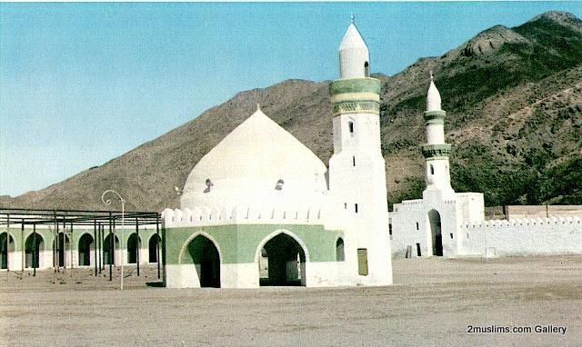 islamic_mosques_meccamo2-1